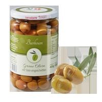 Grüne Oliven mit Stein, eingeschnitten